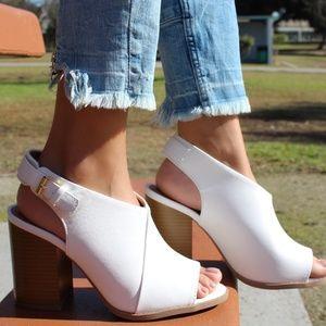 🆕// The Ariel// White vegan leather chunky heel